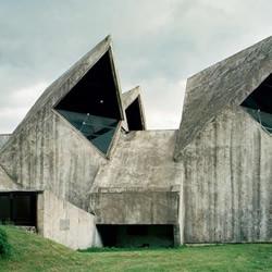 前南斯拉夫:后现代纪念碑式雕塑作品