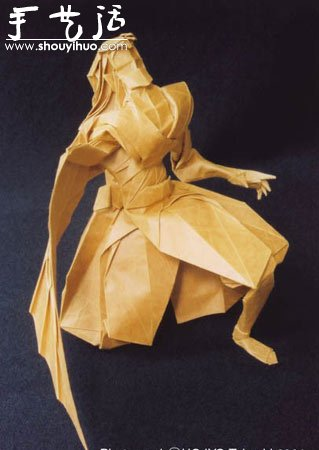 細緻的人物造型摺紙藝術品