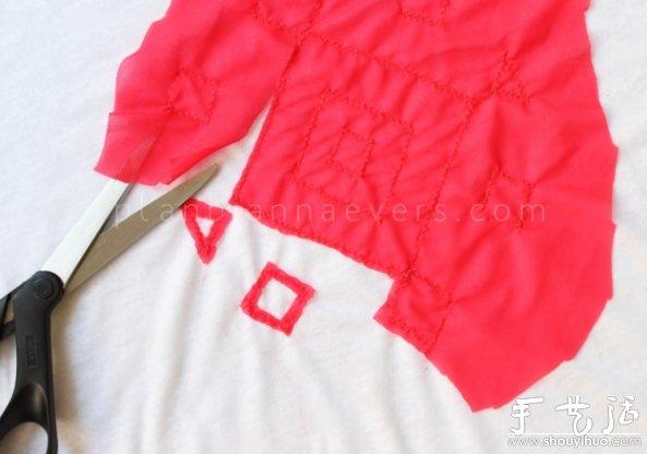 用剪刀小心地把三角形或者正方形外部的