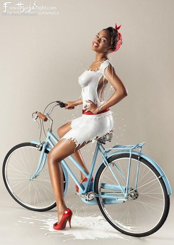 2014創意年曆:模特的牛奶服裝秀