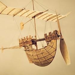 83岁老人手工制作的飞船模型