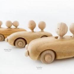 手工制作的木制玩具DENSYA