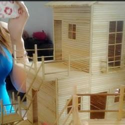 云南妹子手工制作网游场景建筑模型