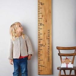 手工制作的巨大老式木尺