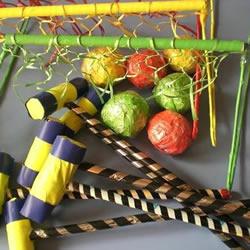利用废旧材料为幼儿制作体锻玩具