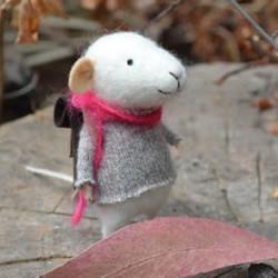 羊毛毡制作的可爱精灵鼠小弟
