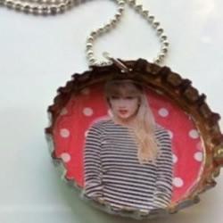 粉丝DIY的 Taylor 汽水盖链!