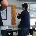 铅笔垒成的高台