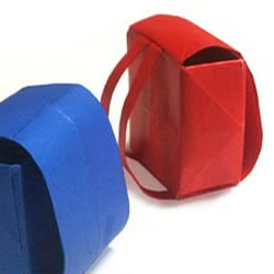 方形小书包的折纸方法