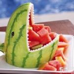 西瓜皮DIY鲨鱼头果盘