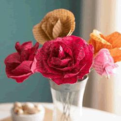 旧杂志废物利用DIY纸玫瑰花的教程
