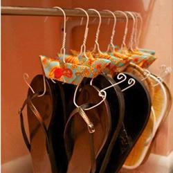 用晾衣架DIY改造挂鞋架