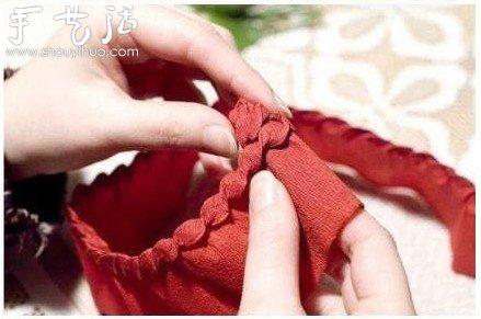 皱纹纸diy松果挂饰的制作方法