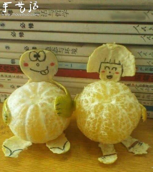 橘子皮diy成小孩,然后手绘上脸部表情,分分钟的时间,好玩的抱橘小孩