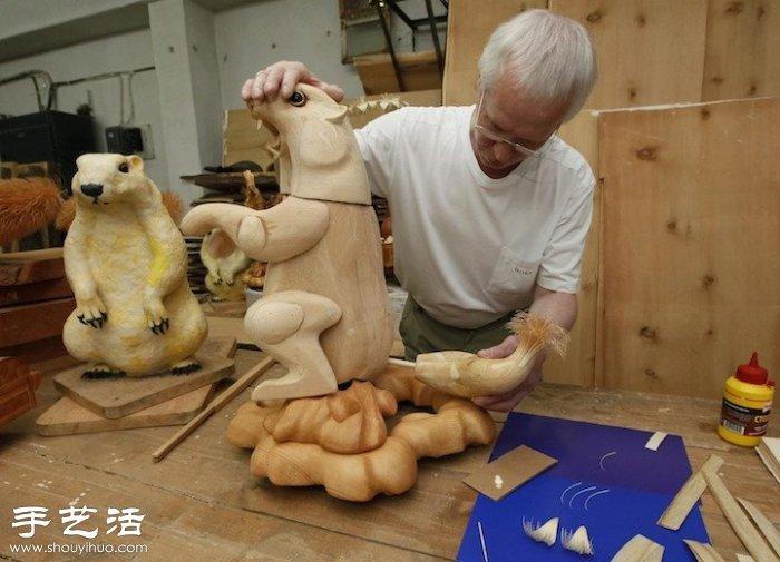 进行木屑手工制作时,他会从2-3英寸的雪松木块上提取
