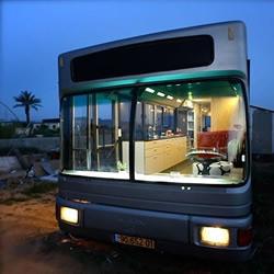 以色列女汉子DIY公交车改造变豪宅