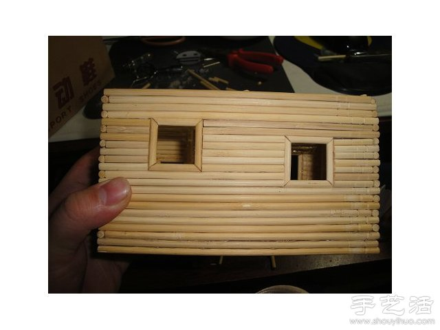 一次性筷子变废为宝 手工制作小木屋模型