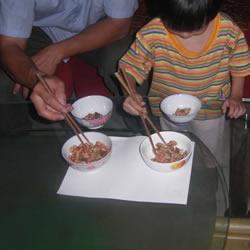益智游戏:手脑并用夹豆子