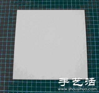 2.用铅笔在正方形硬纸板上画出16等分的方格.   3.接着以红线一步步