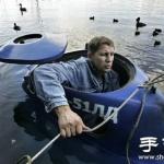 俄罗斯大叔DIY的迷你潜水艇