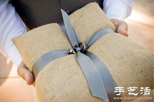 森系婚礼中常见的手工制作麻布戒枕