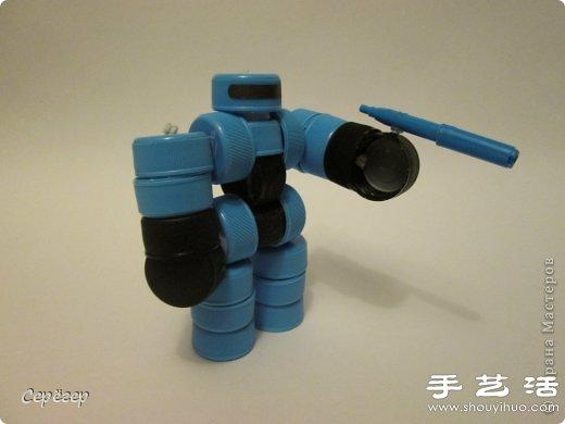 塑料瓶盖变废为宝手工制作机械战警玩具(2)