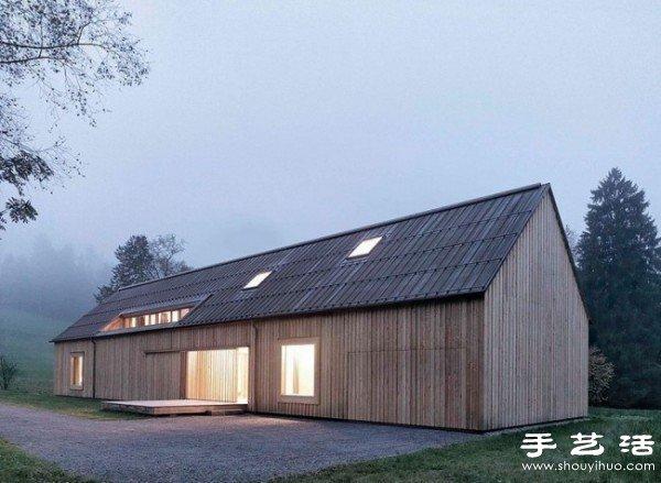 外观类似谷仓的精致简约两层别墅住宅