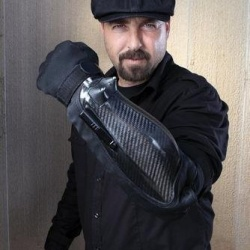 超酷的多功能防暴装甲手套