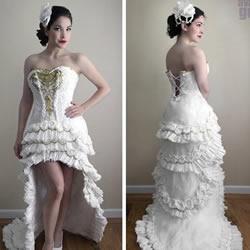 卫生纸DIY的漂亮纯白婚纱礼服