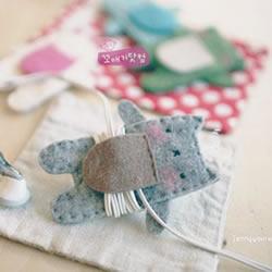 毛毡布DIY制作的可爱猫咪收线器