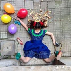 摄影师拍摄创意摔跤照片 暗喻人类本末倒