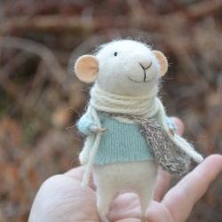 羊毛毡DIY的精灵鼠小弟玩偶