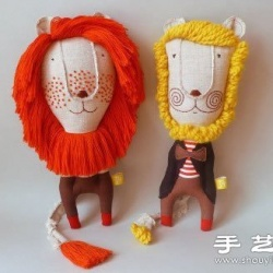 可爱的手工布艺狮子玩偶