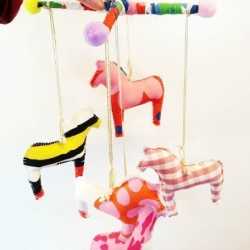 可爱马儿风铃玩具布艺手工制作教程