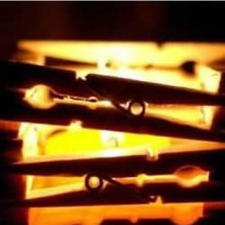 利用木夹子DIY制作简单小烛台