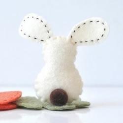 不织布制作的小兔子玩偶