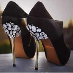 DIY华丽丽的水钻装饰高跟鞋图解教程