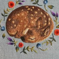 手工刺绣安睡沉睡的梅花鹿图案图解教程