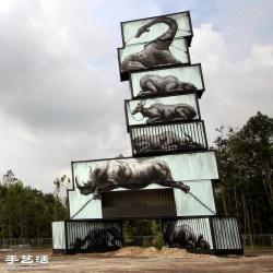 废弃货柜成为生动却又悲凄的动物画作