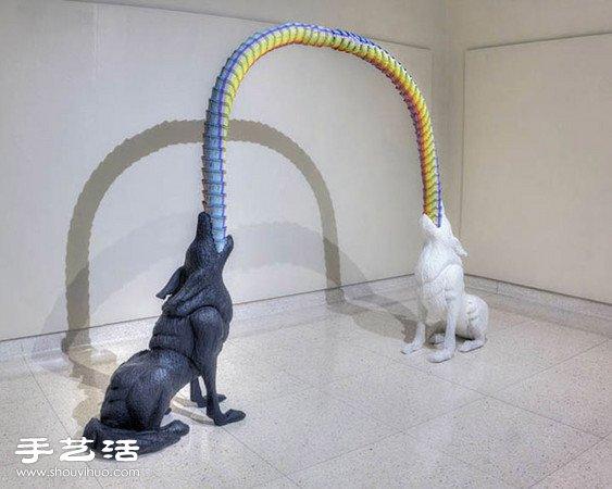 利用鉛筆、粉蠟筆手工拼出的立體雕塑作品