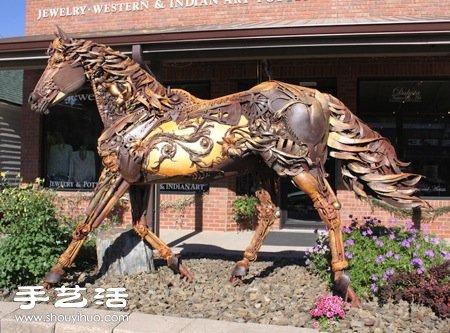 废弃铁块铁皮手工制作而成的动物雕塑