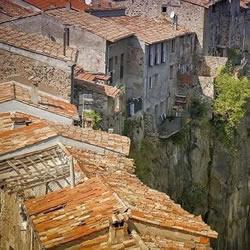 悬崖上的西班牙村庄 这里的居民一定不恐