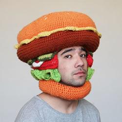 利用毛线编织出独一无二的巨型食物帽子