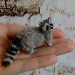 利用软陶和纱线手工制作的迷你动物模型