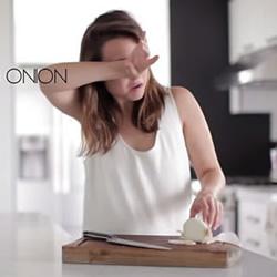 厨房小技巧:切洋葱不流泪 查鸡蛋是否新