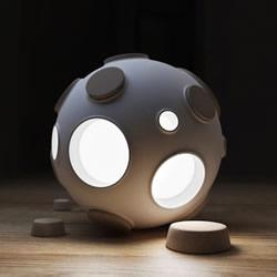 Armstrong 充满科幻风格的月球灯设计