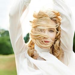 Cate Blanchett登杂志封面 捎来春天的气息