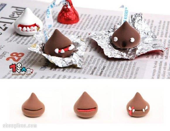 超轻粘土DIY手工制作超萌的糖果小怪兽,非常简单的粘土小制作,一起来试试看吧,让费力罗、好时巧克力等等都来个大变身,露出它们深藏的另一面~~~ 这些可爱糖果怪兽的制作方法就不用多介绍了吧,大家看下面的图解很容易就能明白。制作完成后可一定要注意放置好这些粘土小手工作品哦,或者跟家人说明一下,否则可是很容易被当做新款巧克力产品吃掉的啊~~~