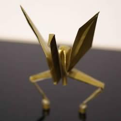 设计师 Ugoita T.a 制作的会跳舞的纸鹤