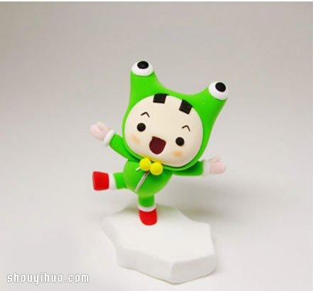 穿青蛙装的小男孩粘土人偶手工制作方法步骤